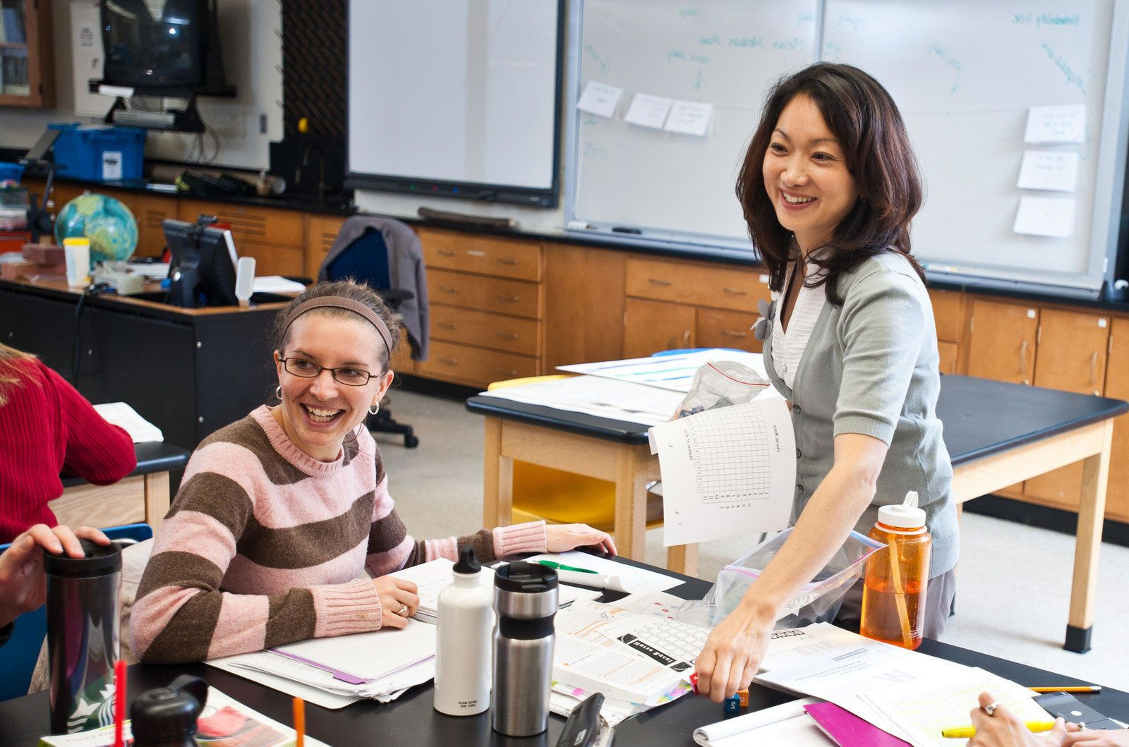 Dr. Jennifer Suh teaching in classroom